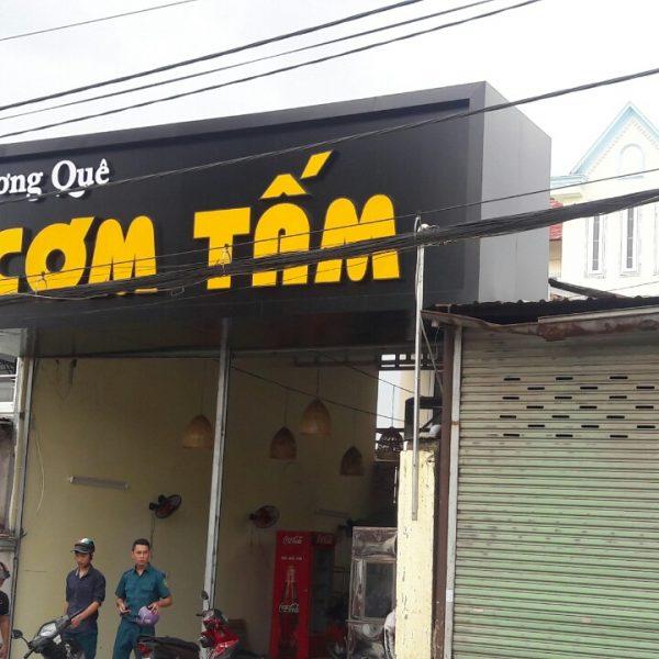 thi-cong-bang-hieu-com-tam-dep