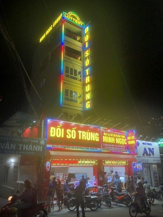Chữ nổi tòa nhà Minh Ngọc Group