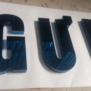 Gia công chữ inox xanh đẹp và thu hút tại công ty quảng cáo Việt