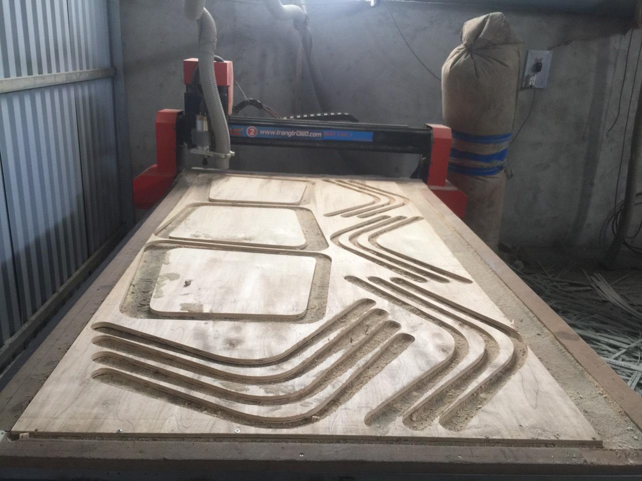 Gia công CNC trên ván ép Plywood với đường nét, kiểu hoa văn theo yêu cầu khách hàng