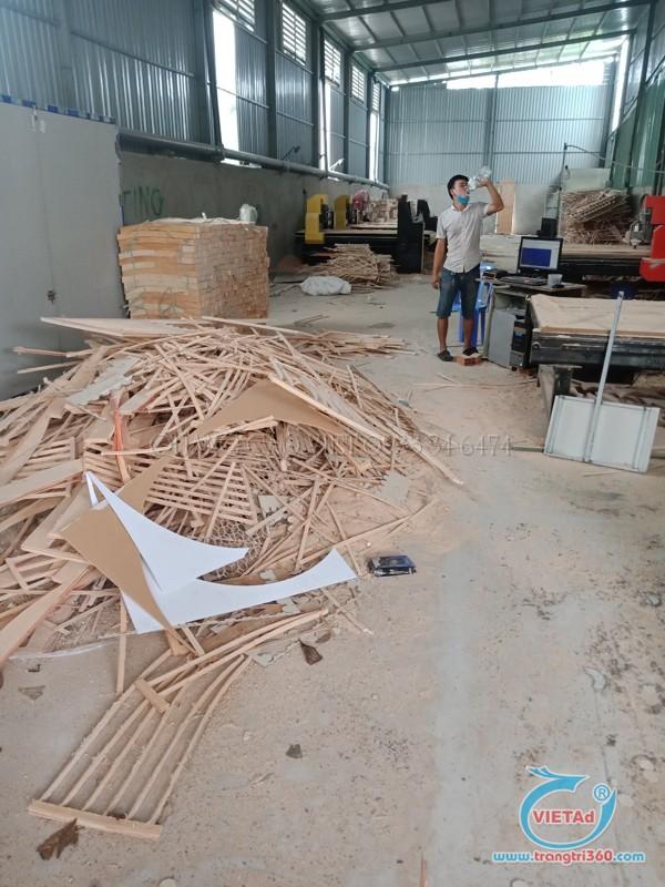 Quảng Cáo Việt có cơ sở sản xuất với nhiều máy CNC hỗ trợ gia công sản phẩm nhanh chóng
