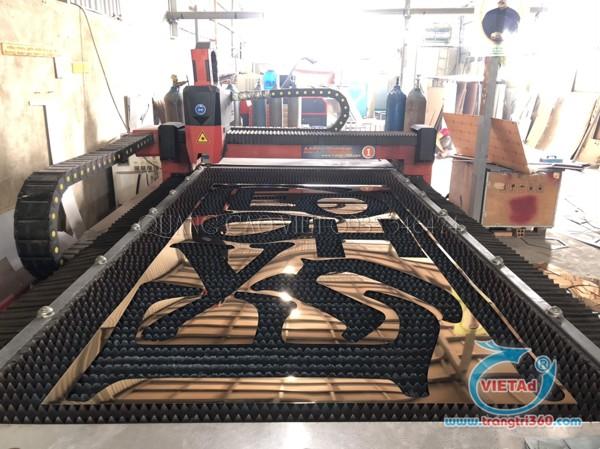 Chữ inox vàng gold được cắt bằng máy lasere | plasma tại xưởng Quảng Cáo VIệt
